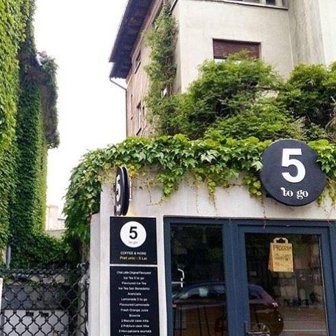 5 #togo #Paris #green #sunnyday #bucharest #coffeeshop  #five #coffee #OMG  @stefaniaist by 5.to.go.coffee.shop