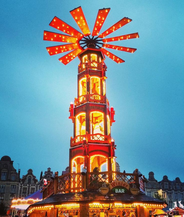 Pyramide de Noël : une vieille tradition Allemande que maintenant on peut trouver au #MarcheDeNoel d' #Arras #France  Pirámide de Navidad : una vieja tradición alemana que ahora podemos encontrar en el Mercado de Navidad de Arras #Francia  #weihnachtsmarkt #weihnachtspyramide #frankreich by d_baltrusaitis