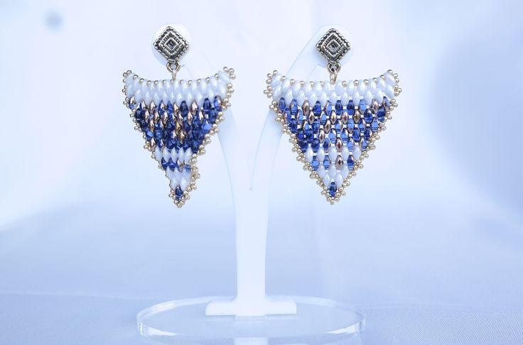 """Amiche perlinatrici, ecco a voi Orecchini """"Freccia Blu"""" semplici da realizzare e bellissimi da indossare. Vi aspetto con simpatia Lorenza."""