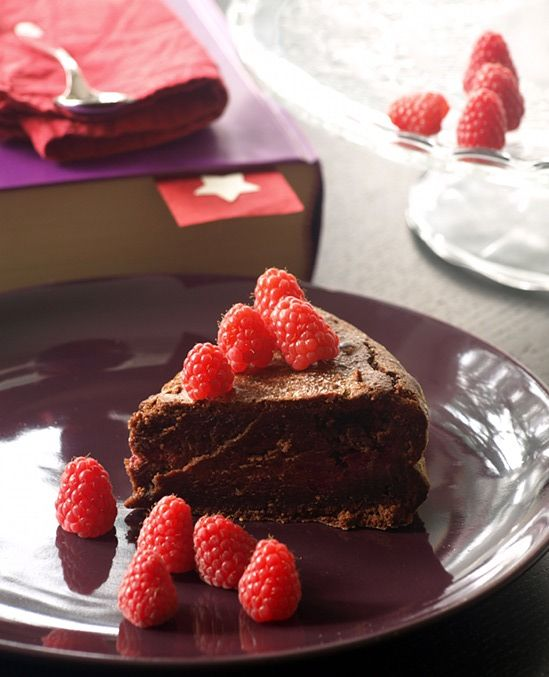 Chocolate Raspberry Cake - ComidaDeMama