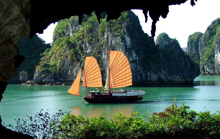 """<p style=""""text-align: center;""""><strong>Вьетнам.</strong> Сонные рыбацкие деревни, многомилионный Сайгон и цены, которые способны удивить опытного туриста — все это Вьетнам. Как и в любой стране, тут можно уйти в сторону от шаблонных туристических маршрутов и отправиться в путешествие, полное впечатлений, доступных только вам. Например, пожить в деревне рыбаков на реке Меконг или отправиться в сафари в огромном заповеднике Кетлер на севере страны.</p> <p></p>"""