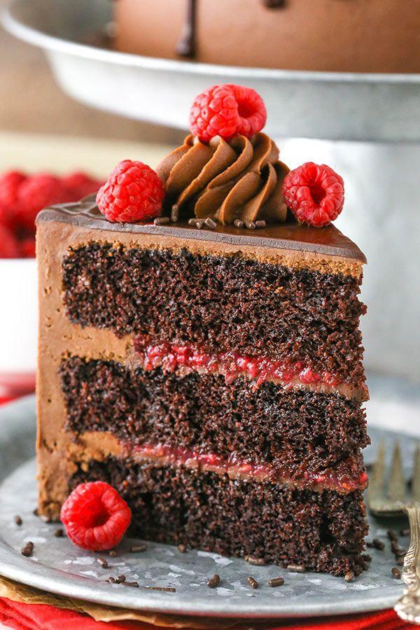 Cake au chocolat et aux framboises – plusieurs couches de gâteau au chocolat moelleux, …   – bakery~~(*゚∀゚*)