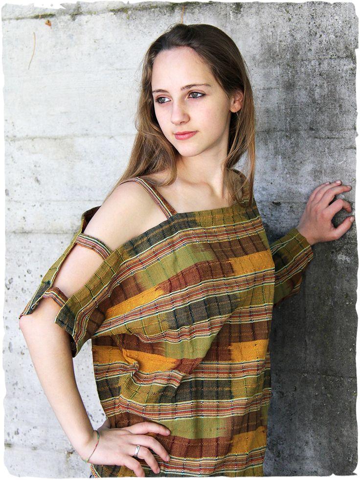 blusa Miriam ampia scollatura in questa #blusa in cotone estremamente originale made in #Guatemala 100% #cotone lavabile in lavatrice 0° Taglia Unica #Tessuto realizzato con #telaio manuale #moda #donna #esta #primavera