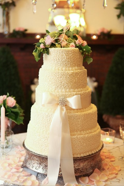 white wedding cake with strawberry filling 1000 images about pink and bling wedding cakes on 27424