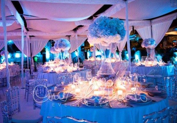 Matrimonio in spiaggia a tema marino l'atmosfera della sala da pranzo tra onde e abissi del mare | Cira Lombardo Wedding Planner