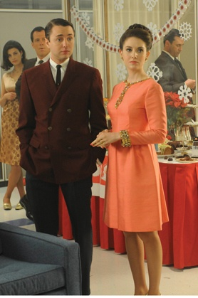 Pete and Trudy Campbell. Trudy was so annoying this past season but she always has the best clothes. I love this dress.