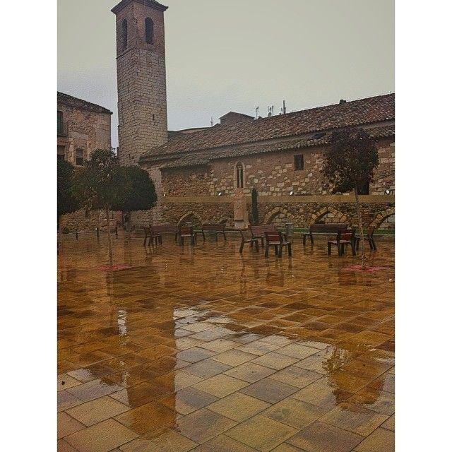 by @montblancmedieval #montblancmedieval #Tarragona #Montblanc #Catalunya #Cataluña #Catalonia #Catalogne #turisme #tourisme #turismo #tourism #trip #travel #viatjar #viatge #viajar #viaje #urban #urbano #urbà #arquitectura #architecture #street_photography #citycenter #RTW #TravelAddict #vacances #vacaciones #holidays #slowlife #church #església #iglesia