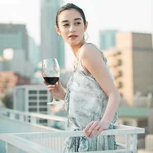 COVER STORY : 国木田彩良   WINE WHAT online