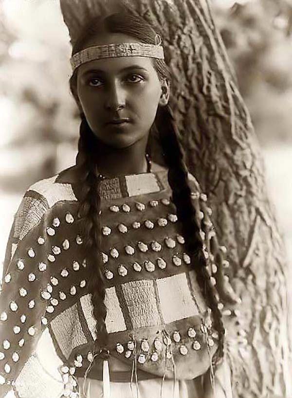 Beautiful Kickapoo woman. She looks late teens or very young twenties.