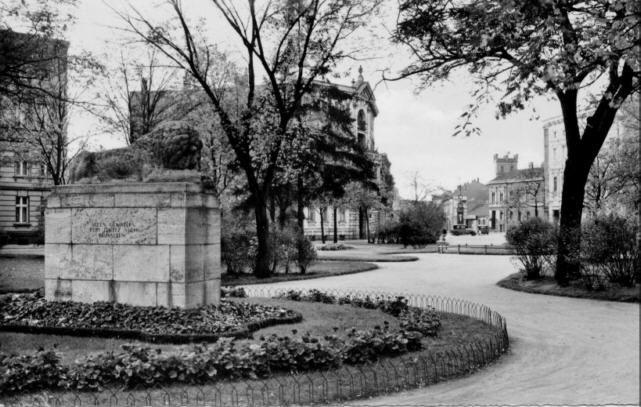 Küstrin an der Oder-Moldtkeplatz mit dem Gefallenen-Denkmal des I.Weltkrieges