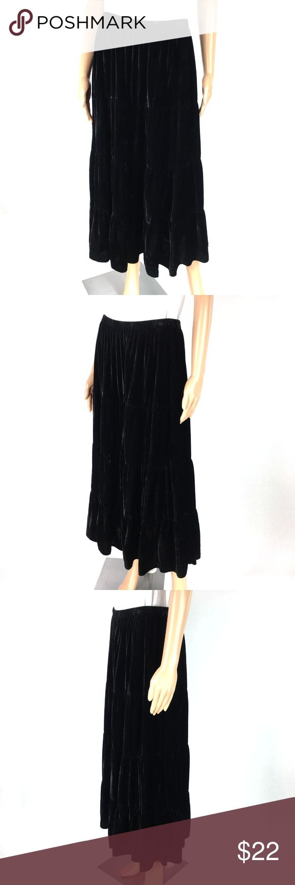 "White Stag Women's Black Velvet Tiered Boho Skirt White Stag Women's Size L (12/14) Black Velvet Tiered BOHO Gypsy Hippie Skirt Pre-owned Occasion:	Any	 Color:	Black Size Type:	Regular	 Material:	Velvet Length:	Mid-Calf	 Brand:	White Stag Country/Region of Manufacture:	India	 Theme:	Hippie Hips Across The front:	22""	 Style:	Tiered Other:	White Top Does Not Come With Skirt	 Bottoms Size (Women's):	L Waist:	28""	 Pattern:	Solid Waist To Hem:	37"" White Stag Skirts A-Line or Full"