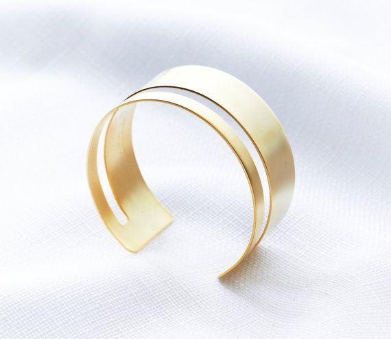 Stand out from the crowd with this modern gold-toned cutout cuff bracelet. This gold cuff bracelet features a wide band with the top cutout to