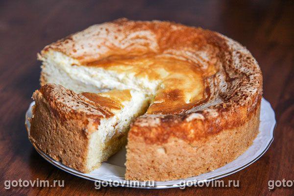 Пирог с начинкой из сливочного сыра с дольками нектаринов на песочной основе. Вместо нектаринов  можно взять персики или абрикосы. Если в вашем городе сложно найти сливочный сыр (филадельфия, например),  используйте творог, предварительно протерев его через сито.