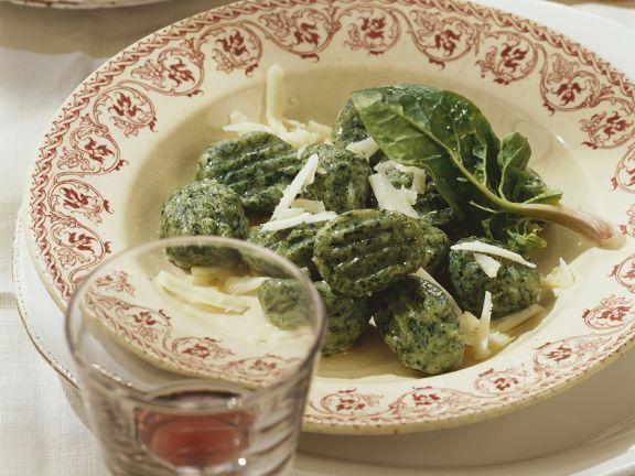 Ricotta-Spinatnocken ist ein Rezept mit frischen Zutaten aus der Kategorie Blattgemüse. Probieren Sie dieses und weitere Rezepte von EAT SMARTER!