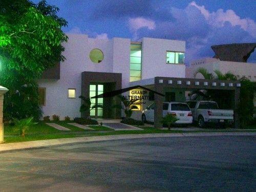 CASA EN VILLA MAGNA, MINIMALISTA - Casas en Condominios en Venta y Renta en Colonia Cancún Centro, Cancún, Quintana Roo - rentasyventas.com