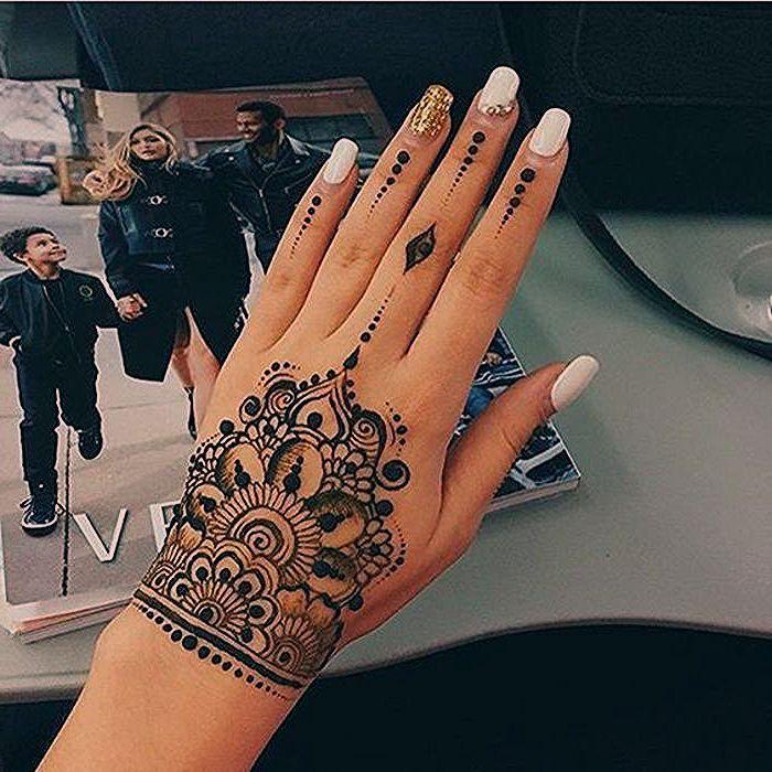 Tattoo Ideas For Modern Women Temporary Tattoo Henna Combined With Great Tattoo Henna Ideas Modern Tattoo Te Henna Tattoo Designs Henna Tattoo Neck Tattoo