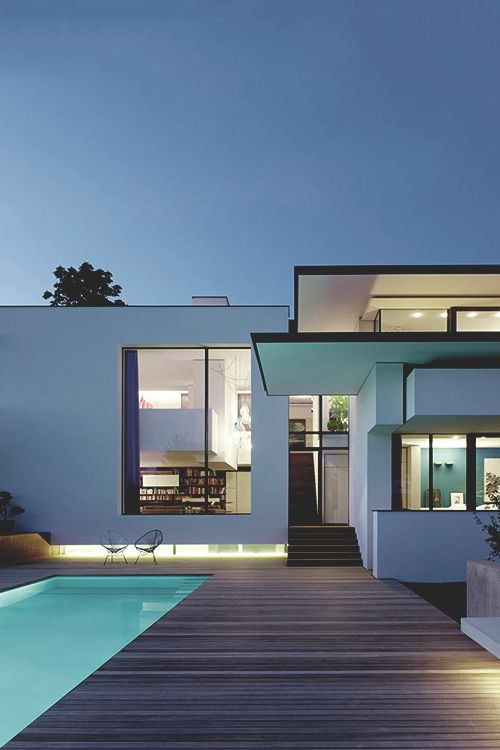 This is beautiful. Love the windows and the overhang on the roof. And of course the pool and wood deck.