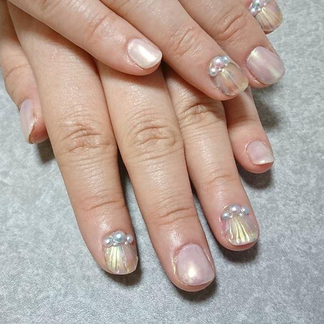 友人ネイルしてきました🎵 デートの話題にでもしてくれたら嬉しいなぁ~ 数回繰り返すと、きっと綺麗に伸びると思うので、剥がさないようにね~(*´∀`) #ネイル #ネイルアート #ジェルネイル #人魚の鱗 #セルフネイル #セルフネイル部 #nailart #nails #nailswagg