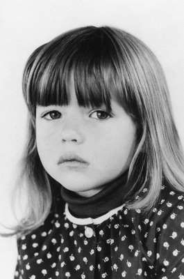 <p>Sophie Marceau a 4 ans.</p>