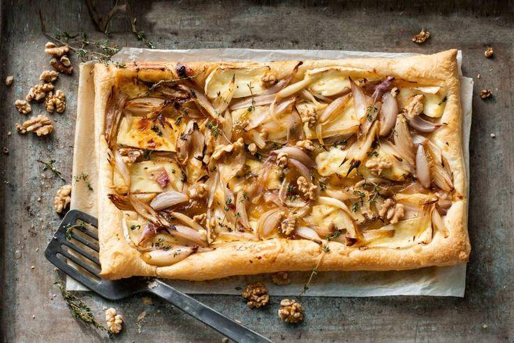 Zoete vijgenspread doet het ook heel goed met brie en walnoten op een hartige taart.- Recept - Allerhande