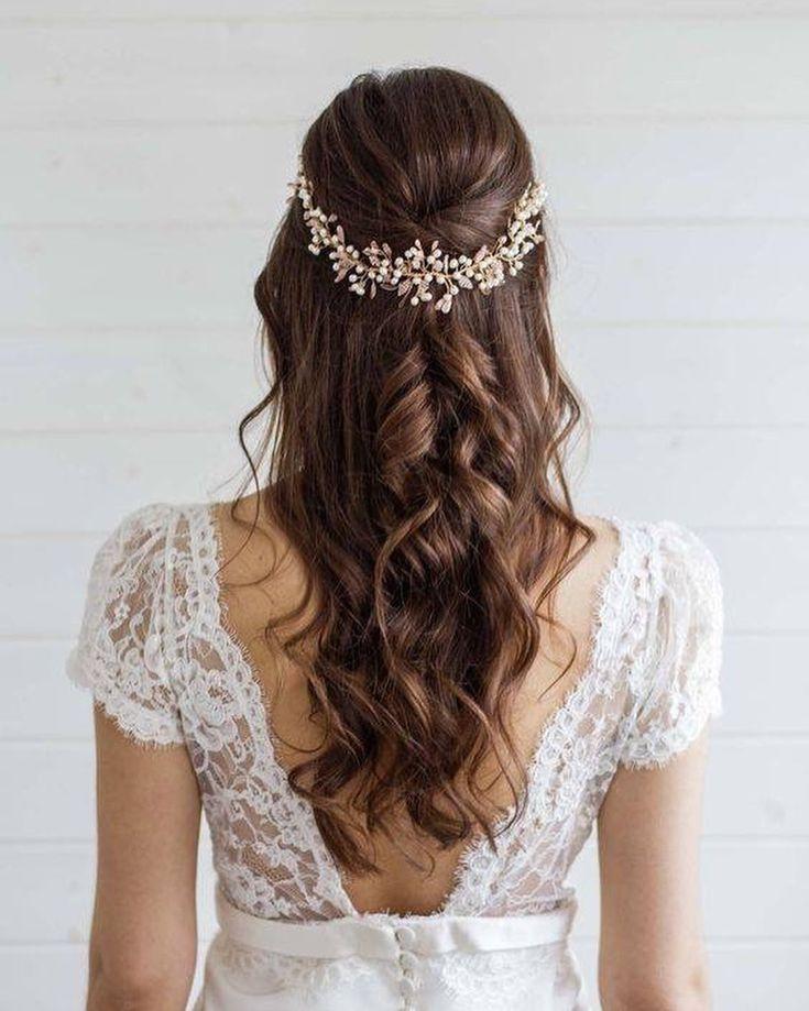 Sicher, wir lieben gesammelte Frisuren, aber lose Haare sind auch für Hochzeitsfrisuren erlaubt. ? Was denkst du über diese Ideen?
