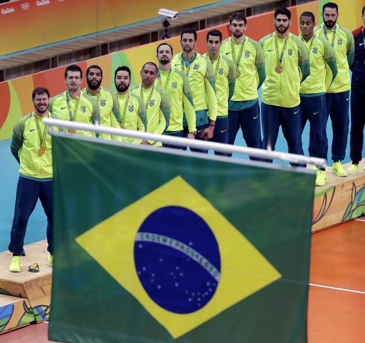 Na Arena da Baixada, Brasil enfrenta Portugal em clima de festa pelo ouro #globoesporte