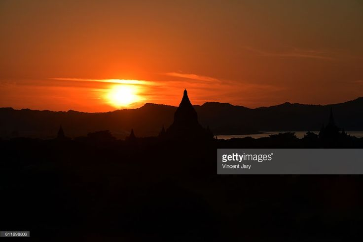 Sunset at Bagan with buddhist temple and heated sun. Myanmar Asia #getty #photographe #photo #image  #images #temple #bouddhisme  #religion #stupa #photographie #ancien#histoire #unesco #khmer #birmanie #terre #cuite #bouddha #coucher #soleil #silhouette #contrejour