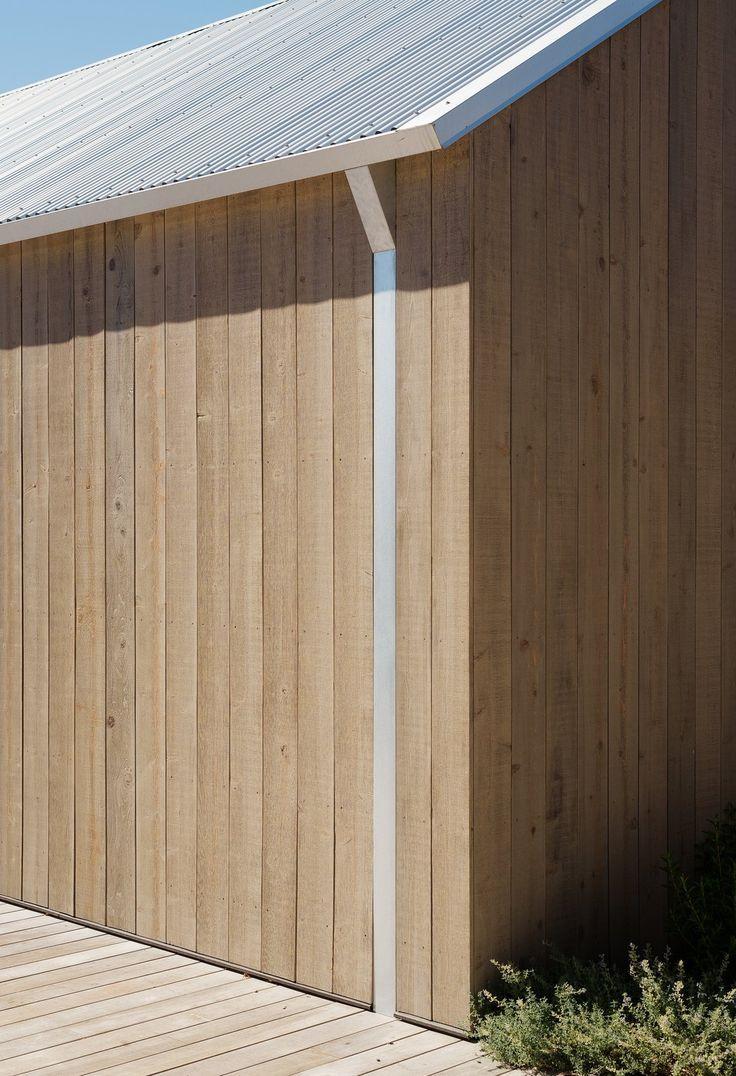 Außenansicht, Hausbautyp, Metalldachmaterial, Gable RoofLine und Holzseiten