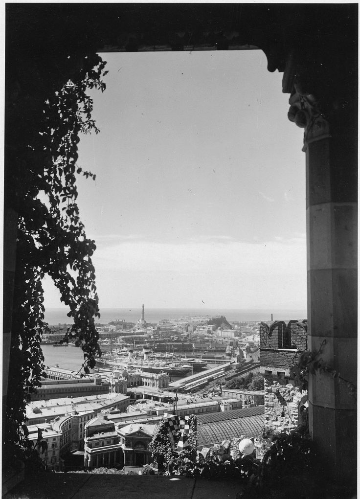 Panorama di Genova dal Castello d'Albertis (Photo: Cresta, 1935) #genova #genoa #liguria #annitrenta #lanterna