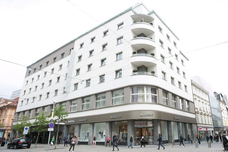 Fashion enthusiasts were delighted to see a new Mango boutique opening right in the centre of Ljubljana, making shopping easier and closer to its customers. The new Mango store has opened within Hotel Slon at Slovenska Cesta 34, near the old location.  #Mango #Ljubljana #thelocationgroup #shopopening #storeopening #elocations