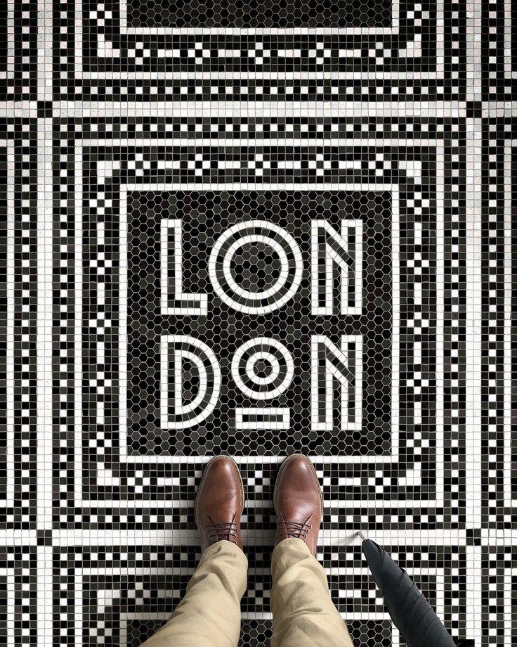 Shoes por Novacas (a través de MooShoes)  paraguas hecho a mano por James Smith & Sons).  Mi Londres Top 5: [[MÁS]] • El Museo Victoria & Albert y su enorme colección de arte y diseño decorativo.  En serio, podría volver aquí todos los días.  • Caminar hacia arriba y ...