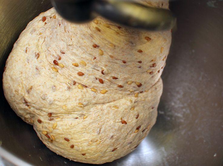 За последнее время мне несколько раз говорили справедливое о зерновом хлебе и напомнили, что у в запасниках уже давно лежит еще один хлеб с льняным семенем,…