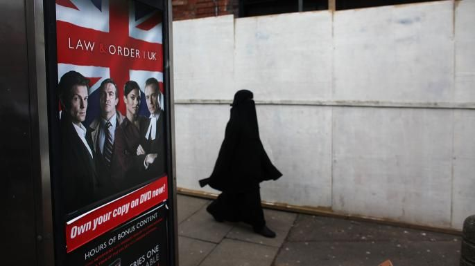"Top sharia court 'is protecting wife-beater suspects'    Sharia courts have been allowed to dispense Islamic justice in the UK since 1982   A prominent sharia court has been accused of ""sabotaging"" criminal proceedings to protect alleged perpetrators of domestic violence against women.  The Muslim Arbitration Tribunal (Mat) in Nuneaton, Warwickshire, is one of the most influential of about 80 Islam"