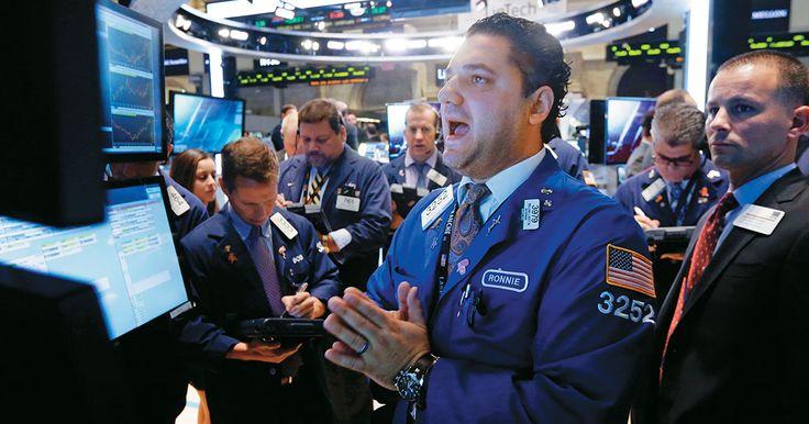 El petróleo en picada, el dólar disparado, las bolsas en crisis, el ébola y las guerras tienen al mundo económico con los pelos de punta.