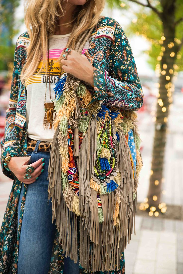 This entire outfit is amazing.  The only thing that would be more perfect is three-quarter sleeves. Bohemian fringe bag
