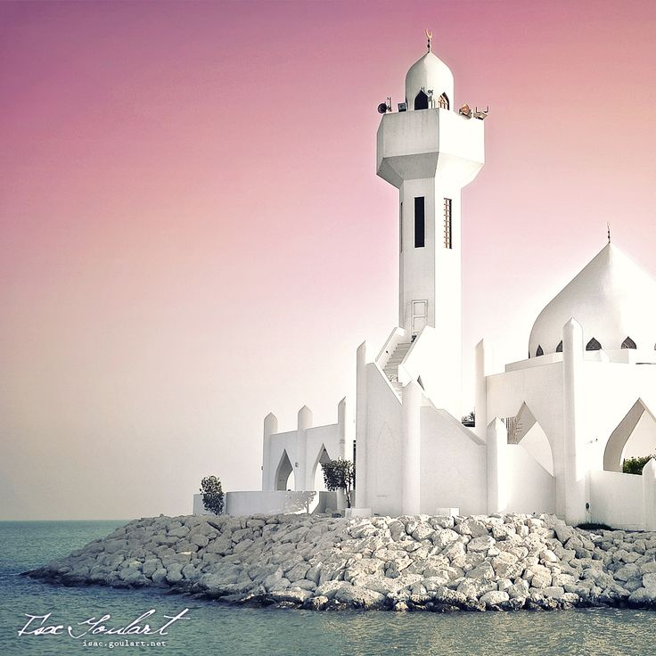 A beautiful little mosque at de Cornishe in AI-Khobar in Saudi Arabia