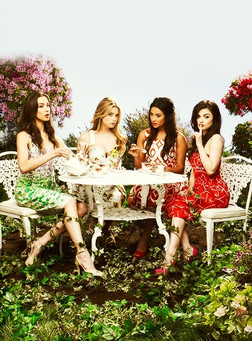 Spencer's dress is suspicious... I mean, the bottom bit of her dress matches the plants, does that mean she is in disguise????