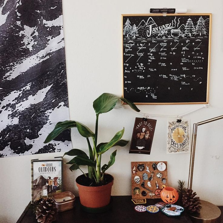 "Gefällt 1,163 Mal, 10 Kommentare - leiya 🍂💀 (@littletinyghost) auf Instagram: ""I actually drew out my calendar this month on my blackboard! 🎉 🌱(In December I was too busy and…"""