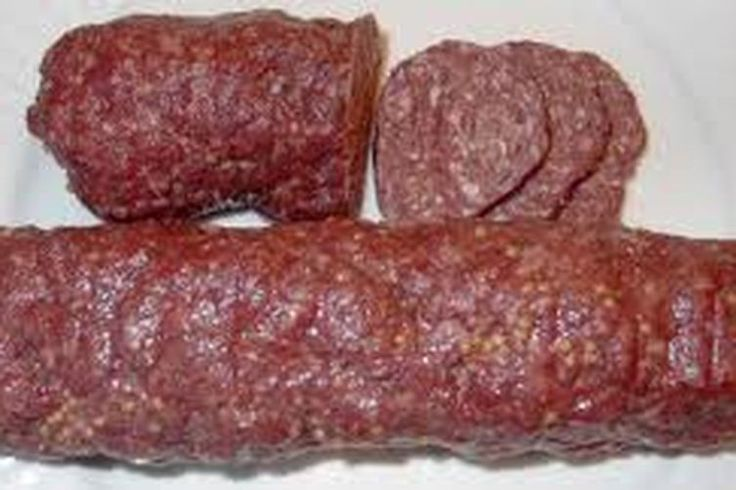 EASY HOMEMADE SUMMER SAUSAGE.( 1 c a the piments broyes, 1 c a the poivre concasse , moins de sel )Très bon .Sue !