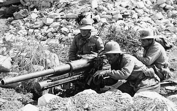 "Bersaglieri (""SHARPSHOOTERS"") with 75mm A/T - A/P gun: N-Africa. WWII."