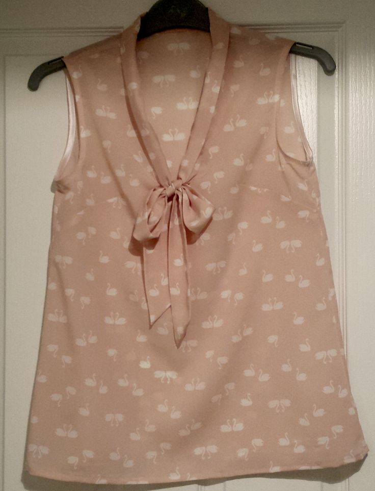 Amy from Almond Rock - Sew Over It Pussy Bow Blouse goes sleeveless!