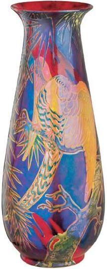 Zsolnay - Váza, kitárt szárnyú papagájjal,1909 körül Porcelánfajansz, opak és transzparens eozinmázak, Magasság: 51 cm Jelzés: domború körpecsét, F: 5919 KÁ: 650 000 Ft