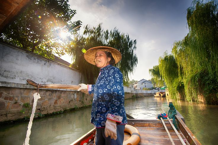 https://flic.kr/p/muTtuH | Canal tour at Panmen Scenic Area, Suzhou, China | The old woman was pulling the boat and singing along the way.