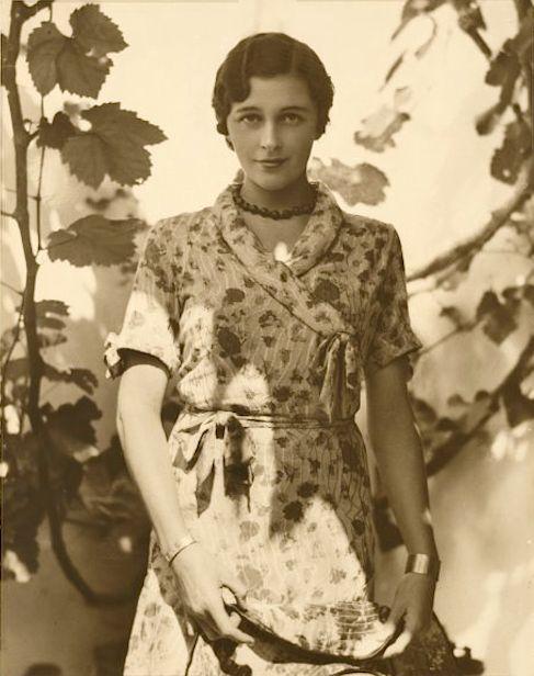Patricia Minchin, 1931, photo by Harold Cazneaux