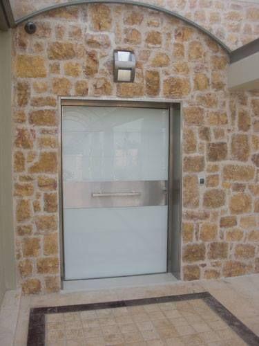 Οι θωρακισμένες πόρτες ασφαλείας αποπνέουν μια μοναδική αίσθηση γοητείας και σιγουριάς.