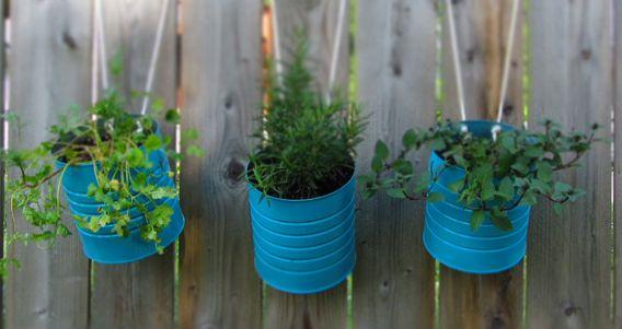 Macetas artesanales hechas en casa: Garden Ideas, Diy'S, Hanging Flowers, Gardening Ideas, Outdoor, Tin Cans, Garden Tins, Hanging Tin, Hanging Gardens