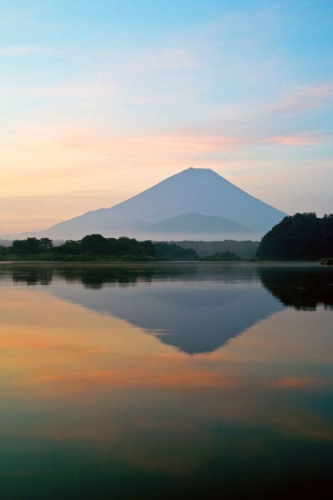 Mount Fuji at dawn, Lake Shojiko,Yamanashi, Japan