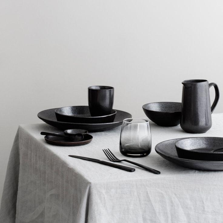 Broste Copenhagen – Geschirr ESRUM Night Tasse misst Ø 8 x H 11 cm, hat ein Fassungsvermögen von 300 ml und ist perfekt für Getränke wie Kaffee & Tee.