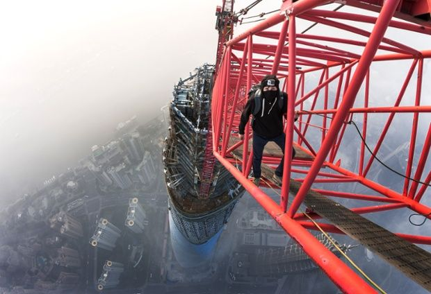 Vadim Makhorov standing on a crane on top of the the #Shanghai tower