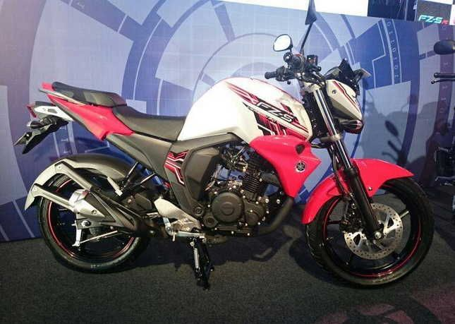 Yamaha FZ-S FI V2 Specs and Review - The Yamaha FZS-Fi is the manufacturer's attempt to introduce the second generation, or as they say, version 2.0, of th